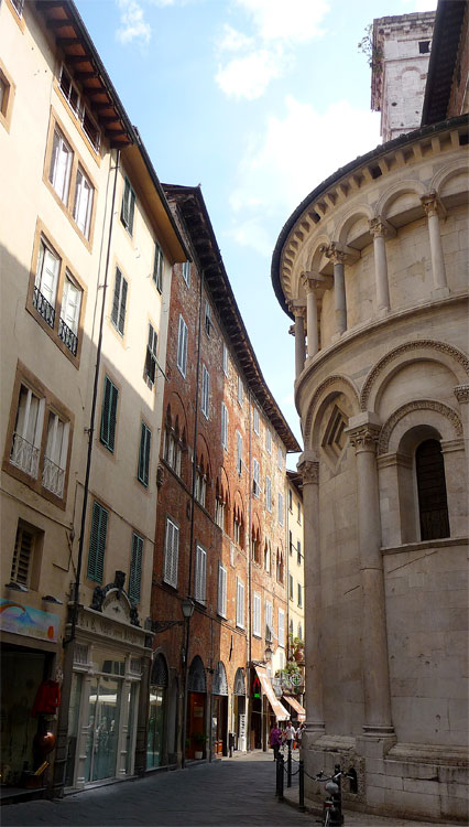 Lucca street 3