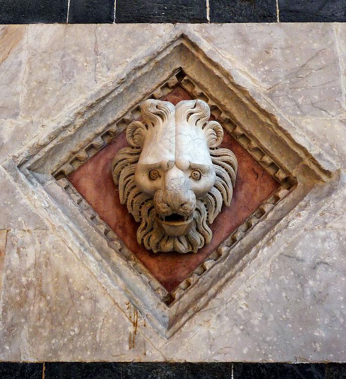 Duomo lion